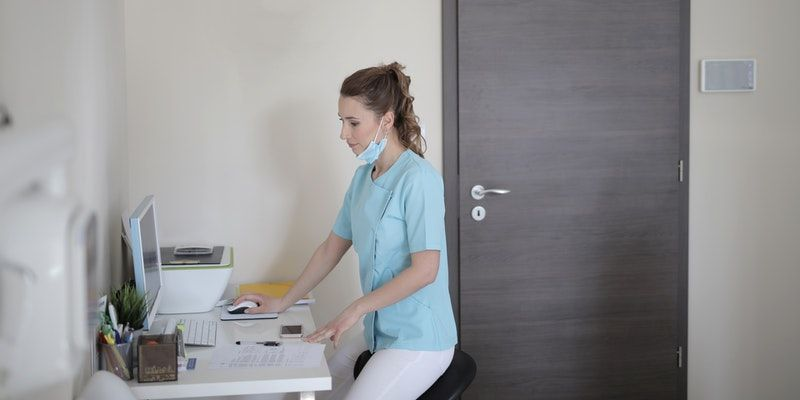 young-female-doctor-working-with-computer-in-modern-clinic-3881422